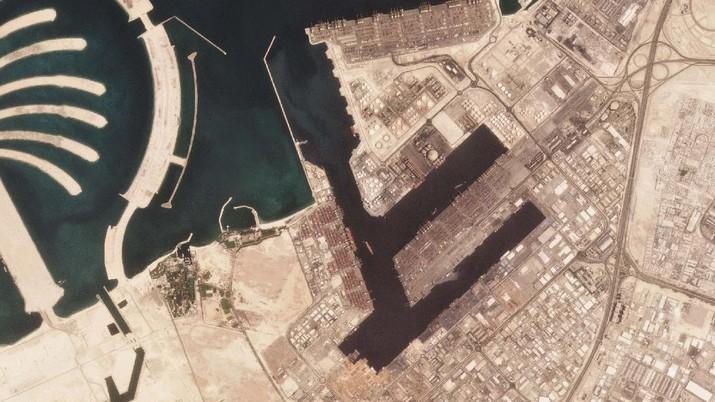 Foto satelit ledakan di Pelabuhan Jebel Ali. (AP/Planet Labs Inc.)