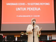 Menaker Ida Tinjau Vaksinasi Gotong Royong di Karawang