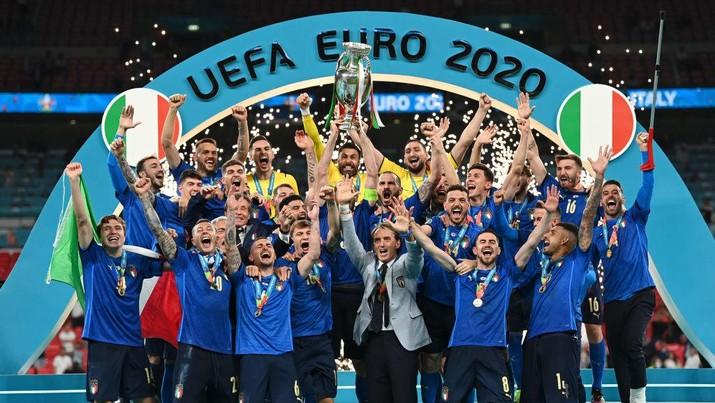 Timnas Italia merayakan titel juara EURO 2020
