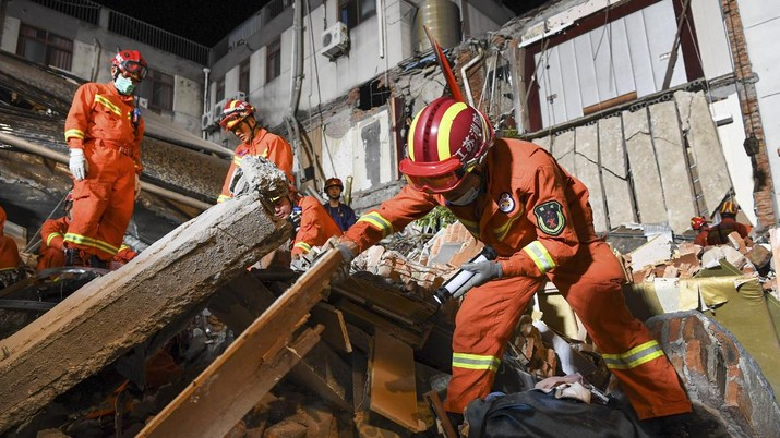 In this photo released by Xinhua News Agency, rescuers prepare equipment as they search for survivors at a collapsed hotel in Suzhou in eastern China's Jiangsu Province on Monday, July 12, 2021. The hotel building collapsed Monday afternoon. (Li Bo/Xinhua via AP)