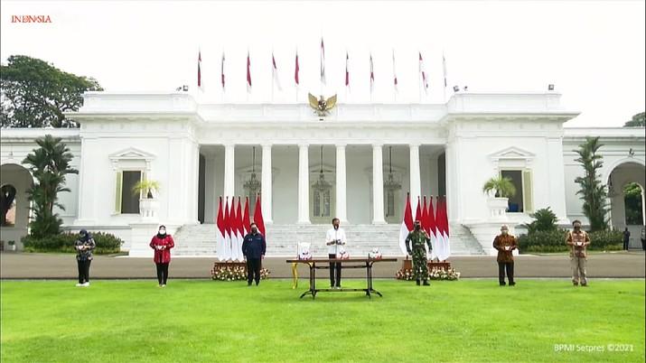 Presiden RI Jokowi di acara Peluncuran Paket Obat Isoman Gratis untuk Rakyat, Istana Merdeka, 15 Juli 2021. (Tangkapan Layar Youtube/Sekretariat Presiden RI)