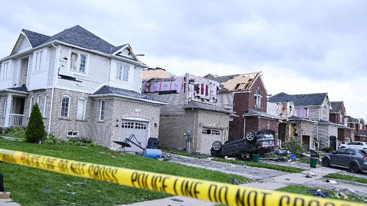 Damage left after a tornado touched down in a neighborhood of Barrie, Ontario, on Thursday, July 15, 2021. (Christopher Katsarov/The Canadian Press via AP)