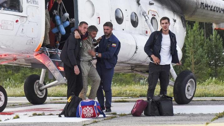 Penumpang selamat pesawat Antonov An-28.  (AP/Taisya Vorontsova)