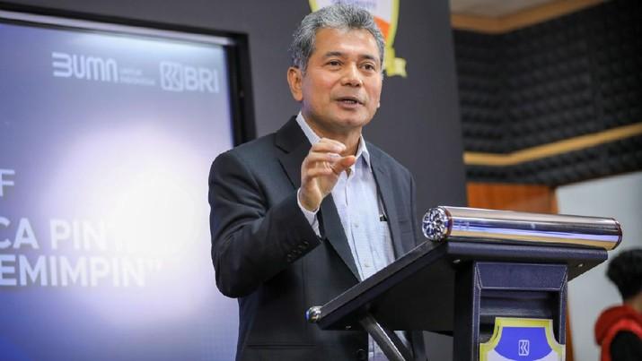 "Dirut BRI, Sunarso pada acara webinar CEO Talk yang mengambil tema ""Cracking The Transformation Secret"" (15/7)."