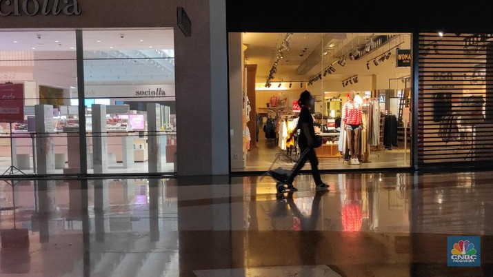 Suasana Mal Saat Pemberlakukaan PPKM Darurat di Lippo Mall Kemang (CNBC Indonesia/ Andrean Kristianto)