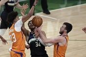 Aksi Giannis Antarkan Milwaukee Bucks Juara NBA Musim ini