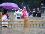 Orang Kaya Terbang ke Angkasa hingga Banjir Parah di China