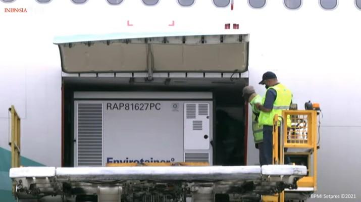 Kedatangan Vaksin Covid-19 Tahap 29, Bandara Internasional Sokarno-Hatta, 22 Juli 2021  (Tangkapan Layar Youtube Sekretariat Presiden)
