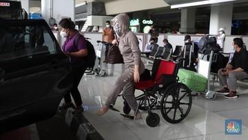 Dari 5 Negara, Ratusan Pelaku Perjalanan Positif Tiba di RI thumbnail
