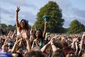 Lockdown Inggris Berakhir, Warga Serbu Festival Musik!