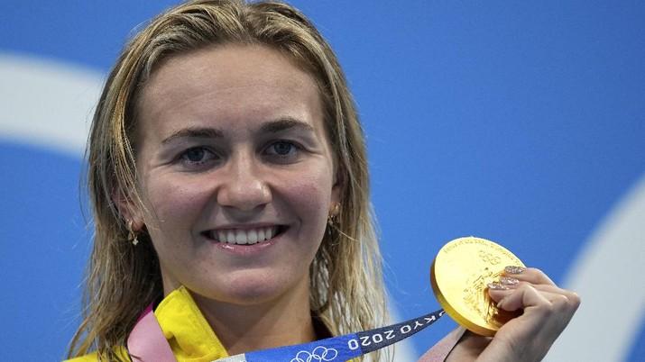 Ariarne Titmus atlet renang mendapatkan medali emas di ajang Olimpiade Tokyo 2020. (AP/Matthias Schrader)