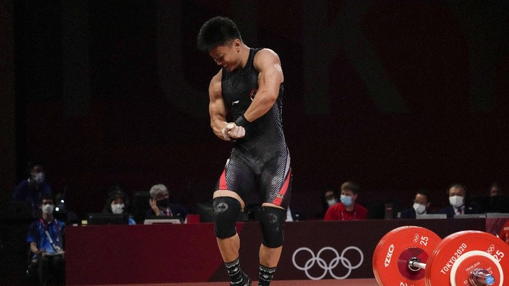 Rhamat Erwin Abdullah of Indonesia competes in the men's 73kg weightlifting event, at the 2020 Summer Olympics, Wednesday, July 28, 2021, in Tokyo, Japan. (AP Photo/Luca Bruno)