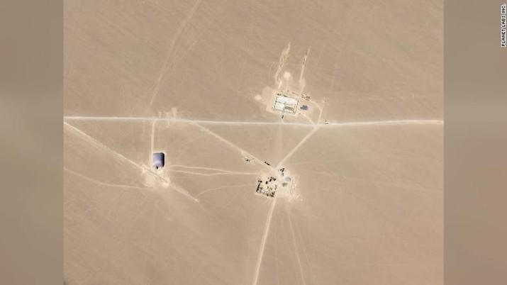 Gambar satelit dari Planet Labs menunjukkan apa yang dikatakan para peneliti sebagai silo rudal yang sedang dibangun di gurun Cina.
