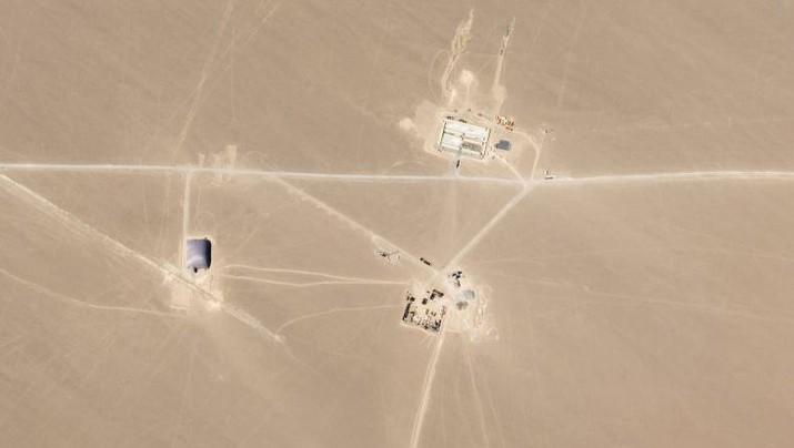 Pembangunan fasilitas yang diyakini sebagai silo rudal nuklir ditemukan di gurun Hami, Xinjiang. (Dok: Planet Labs)
