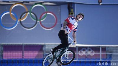 Bebas Bergaya ! Potret Atlet Sepeda BMX Berjumpalitan di Udara