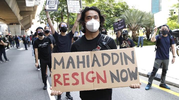 Ratusan pengunjuk rasa melakukan demo di ibukota Kuala Lumpur, Malaysia. (AP Photo/FL Wong)