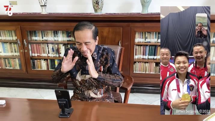 Presiden Jokowi Video Call dengan Greysia Polii dan Apriyani Rahayu, 2 Agustus 2021. (Tangkapan Layar Youtube/Biro Setpres RI)