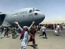Nebeng Pesawat AS, Warga Afghanistan Berjatuhan dari Pesawat!