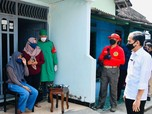 Momen-momen Jokowi Tinjau Vaksinasi Door To Door di Madiun