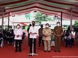 Potret Prabowo Temani Jokowi Tinjau Vaksinasi Covid-19