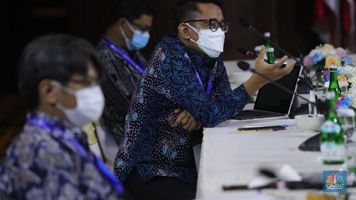 Ekonom Indef, M.Rizal Taufikurahman di acara Sarasehan 100 Ekonom  (CNBC Indonesia/Tri Susilo)