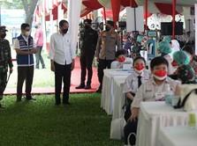 Jokowi & Ketum KADIN Tinjau Vaksinasi Kolaborasi Kebangsaan