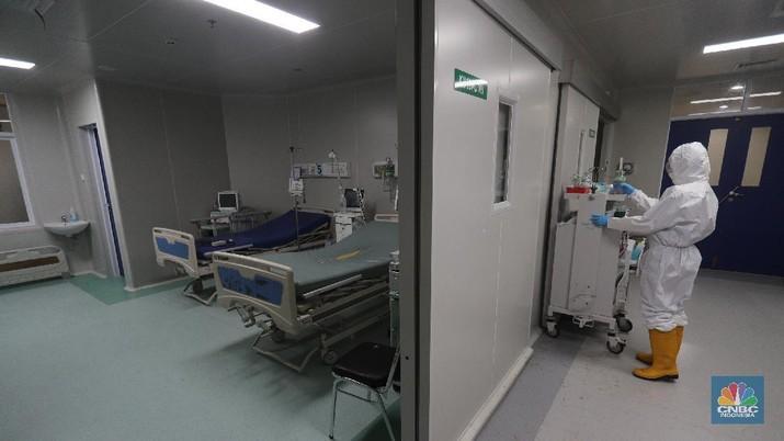 Suasana ruang pasien Covid-19 yang kosong disalah satu Rumah Sakit Umum Daerah (RSUD) di Jakarta, Senin (30/8/2021). Kasus Covid-19 di DKI Jakarta kini mulai terkendali dengan turunnya kasus baru, kasus aktif serta ketersediaan rumah sakit yang mulai menurun. Pantauan CNBC Indonesia dilokasi ruangan kosong terlihat dibeberapa lantai rumah sakit.  Peti jenazah juga masih tersedia diruang lantai dasar rumah sakit. (CNBC Indonesia/ Tri Susilo)