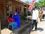 Gaya Jokowi 'Blusukan' Bareng Kang Emil di Cirebon & Kuningan