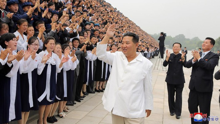 In this undated photo provided by the North Korean government on Tuesday, Aug. 31, 2021, North Korean leader Kim Jong Un, center, meets the participants in Youth Day celebrations during a photo session at an undisclosed place in North Korea. Independent journalists were not given access to cover the event depicted in this image distributed by the North Korean government. The content of this image is as provided and cannot be independently verified. Korean language watermark on image as provided by source reads:
