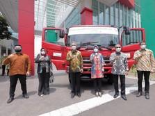 Elnusa Hibahkan Head Truck untuk Instansi Pendidikan di RI