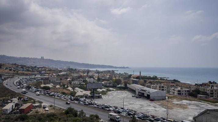 Antrian BBM di Lebanon. (AP/Hassan Ammar)