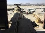 Gaya Taliban Periksa Alutsista AS yang Sudah Jadi Rongsokan