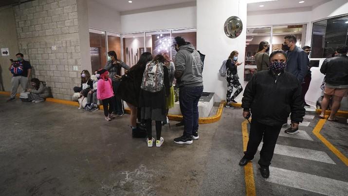 Gempa di Meksiko. (AP/Leslie Mazoch)