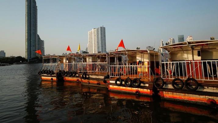 Thailand berharap dapat menyambut wisatawan bulan depan. (REUTERS/Jorge Silva/File Photo)
