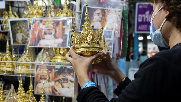 A costumer looks for Thai traditional costume head gear similar to one wore by Thai-born K-pop singer Lalisa