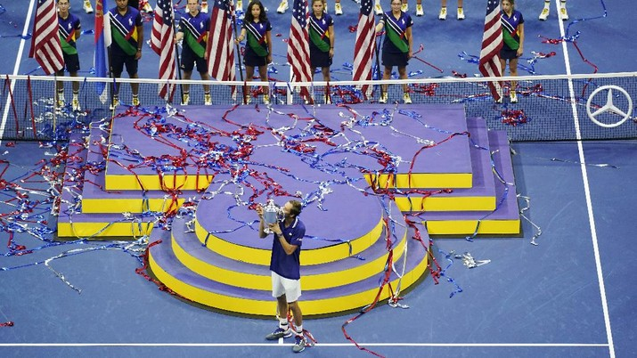 Daniil Medvedev, of Russia, kisses the championship trophy after defeating Novak Djokovic, of Serbia, during the men's singles final of the US Open tennis championships, Sunday, Sept. 12, 2021, in New York. (AP Photo/Seth Wenig)