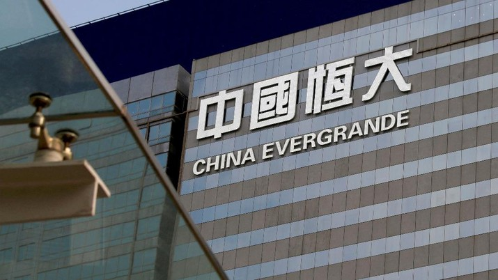 FILE PHOTO: FILE PHOTO: An exterior view of China Evergrande Centre in Hong Kong, China March 26, 2018. REUTERS/Bobby Yip/File Photo/File Photo