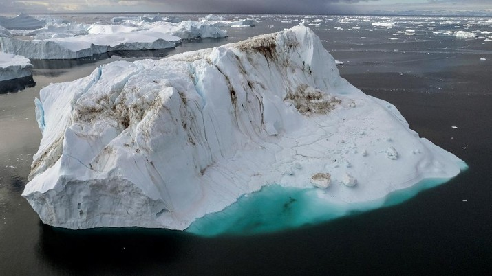 Icebergs are seen at the Disko Bay close to Ilulisat, Greenland, September 14, 2021. REUTERS/Hannibal Hanschke