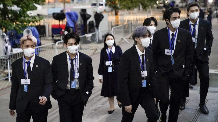 Members of the South Korean band BTS arrive to security check-in at United Nations headquarters, Monday, Sept. 20, 2021, during the 76th Session of the U.N. General Assembly in New York. (AP Photo/John Minchillo, Pool)