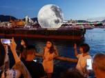 Wow! Bulan 'Jatuh' di Kota Hong Kong, Ini Penampakannya