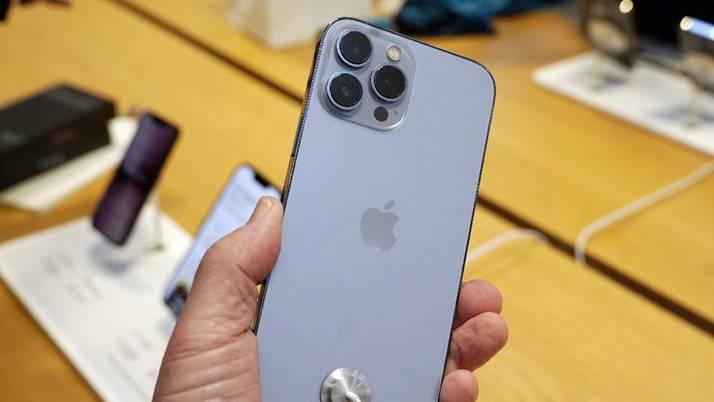 Penampakan Antrean Mengular Warga Untuk Beli Iphone 13