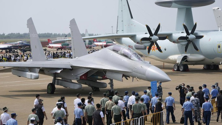 Jet tempur J-16D China. (AP/Ng Han Guan)