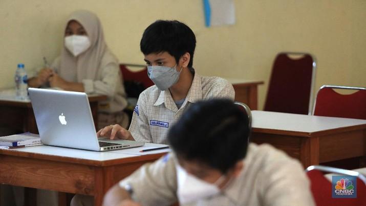 Simulasi sekolah tatap muka di SMP Al hasra Depok, Selasa, (28/9/2021). (CNBC Indonesia/ Muhammad Sabki)