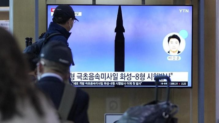 Korea Utara melakukan uji coba nuklir, negeri itu meluncurkan rudal hipersonik. (AP/Lee Jin-man)