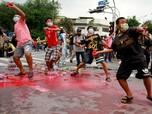 Thailand Panas! Pendemo Bugil di Depan Polisi Anti Huru-hara