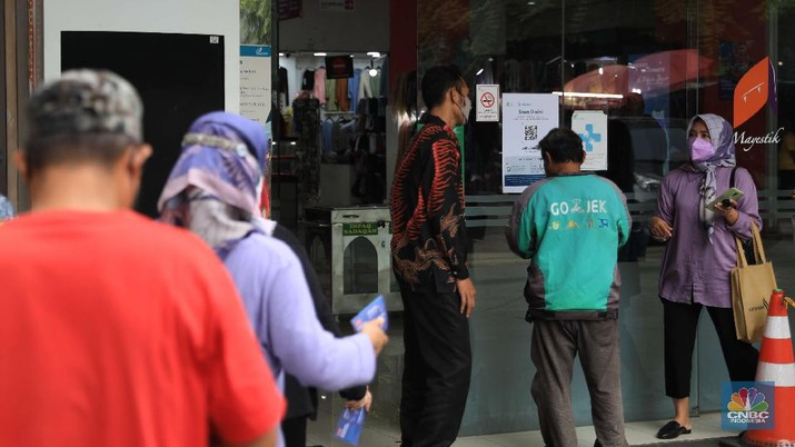 Pasar Mayestik menggunakan Pedululindungi untuk pencegahan Covid-19. (CNBC Indonesia/Muhammad Sabki)