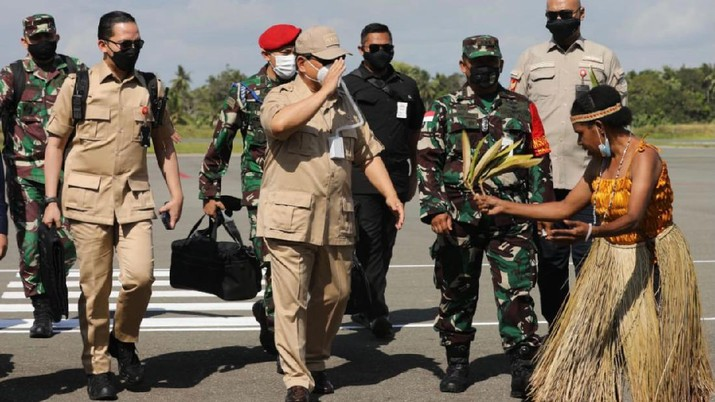 Menhan Prabowo Tinjau Kesiapan RS Modular untuk PON di Merauke. (Dok: Kementerian Pertahanan RI)