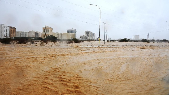 Flooded streets are seen as Cyclone Shaheen makes landfall in Muscat Oman, October 3, 2021. REUTERS/Sultan Al Hassani NO RESALES. NO ARCHIVES