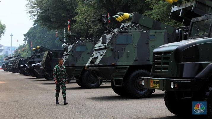 Pameran alusista rangkaian HUT ke-76 TNI tahun 2021. (CNBC Indonesia/Andrean Kristianto)