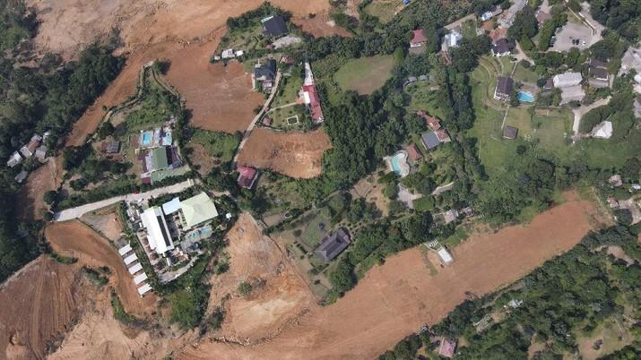 Foto udara suasana lahan yang menjadi sengketa lahan antara warga Bojong Koneng dengan PT Sentul City Tbk di Bojong Koneng, Babakan Madang, Kabupaten Bogor, Selasa (5/10/2021). (CNBC Indonesia/Andrean Kristianto)